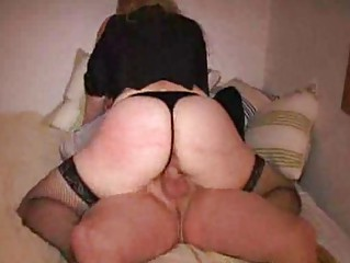 big butt bleached lady fucks into sex swing