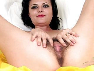 older hairy vivienne squirts on the bunk