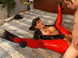 carrie anne - latex mature babe