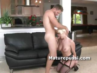 cougar babe exposes she is blowjob queen as her