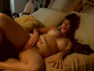 heavy older babe pushing dildo