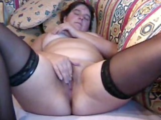 plump milf pleases to orgasm