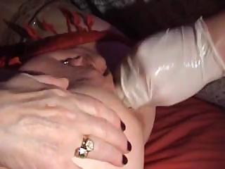 older girl enjoy butt fingering