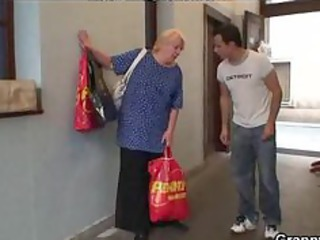 lustful fresh man fucks elderly blonde whore