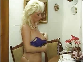 german desperate mature slut into pantyhose fucks