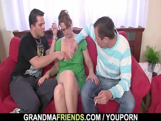 older takes her mouth and butt fucked