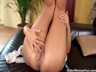 elderly mommy adele from olderwomanfun exposes
