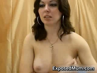 grown-up babe caught recording live cam solo