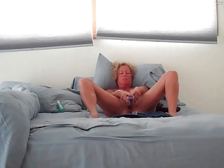 housewife masturbating