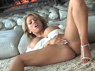 clean milf pussy slowly fingered until it feels