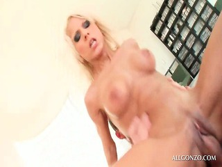 blonde sex bombard fitting penis into her pussy