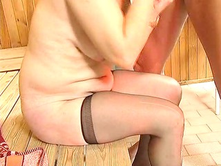 plump old into laddered pantyhose sucks and