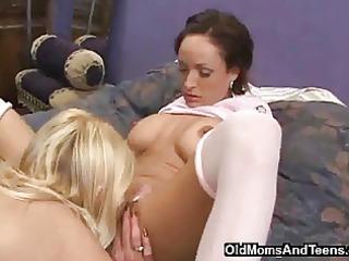 milf lesby seduces grown-up girl