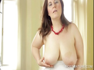 desperate mature dildoing shaggy pussy