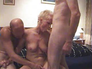 woman young threesome..rdl