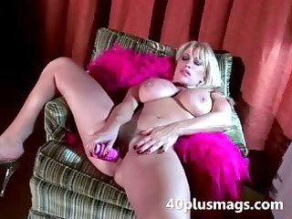 horny huge mature babe gives intense solo