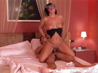 patrizia is an british masked chubby wife who