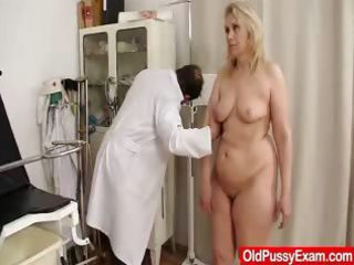 blondhaired plump woman explored by cunt medic