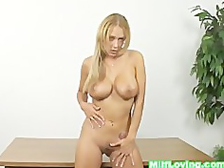 super older pale shows how she masturbate