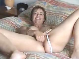 milfs rubbing her hole