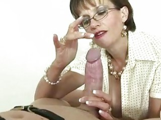 italian mature domina is fond of gags