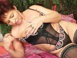 mature fresh mom spraying her vagina muscles