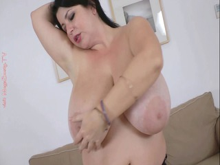 bbw monstrous bossom fisting her kitty