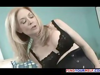 cougar girl pleases with inexperienced babe