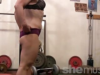 mature blond works feet in the gym