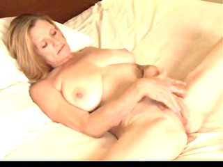 mature plays with her plump wet vagina by troc
