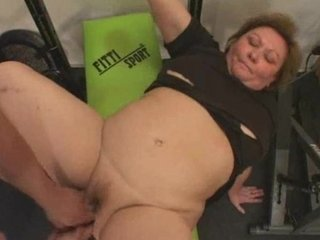 chubby cougar exercises her ass