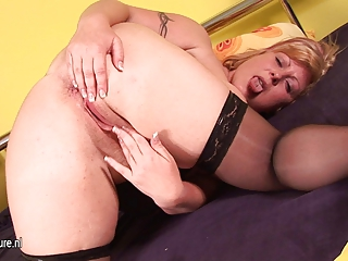 fat mom alex jerk off alone