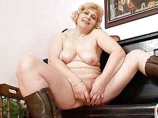 amateur mature milf spreads meaty vagina