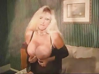 mature mature babe with giant boobs want a penis