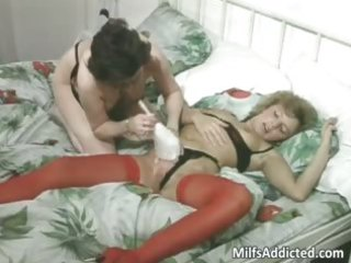 two grown-up bitches having lesbian sex part1