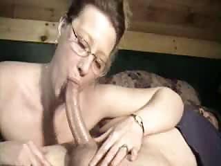 country milf downs a long penis to her oral