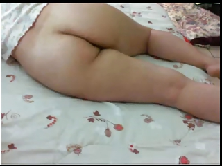 mateur arabic lady demonstrates nude bottom