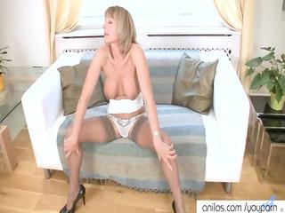stunning mature has rubbing orgasm