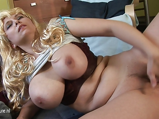 huge boobed mother pleasing with her old kitty