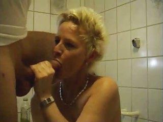 mature belle banging in bathroom